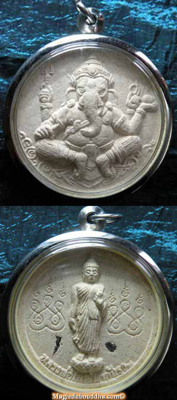 Amulette thai de ganesh et du Bouddha.