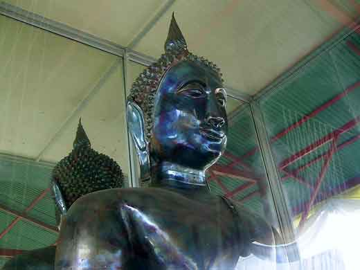 bouddha made of lek lai