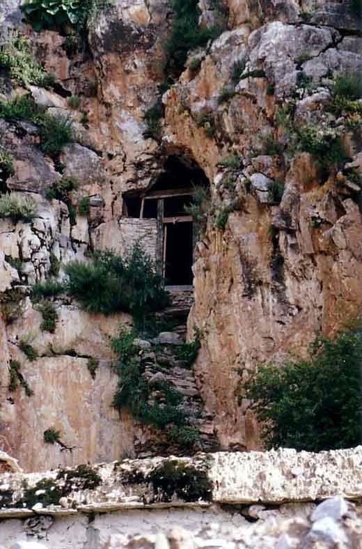 Le Très Vénérable Lama Guendune Rimpotché  Grotte-gourou-rimpotche