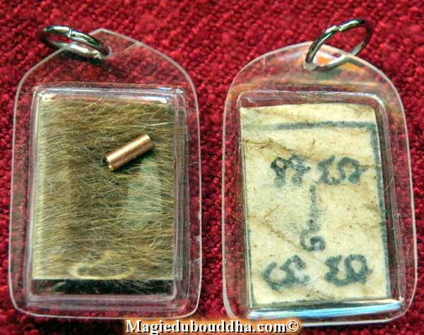 amulette en peau