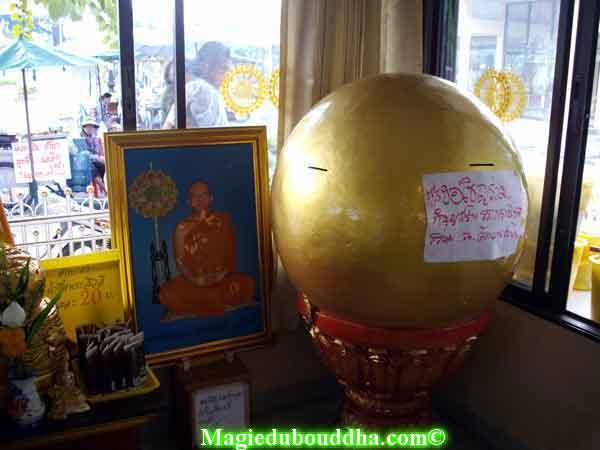 tronc offrande de temple thai