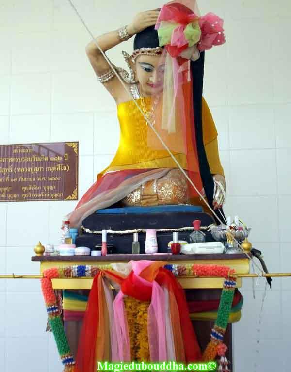 mae thorani thailande statue
